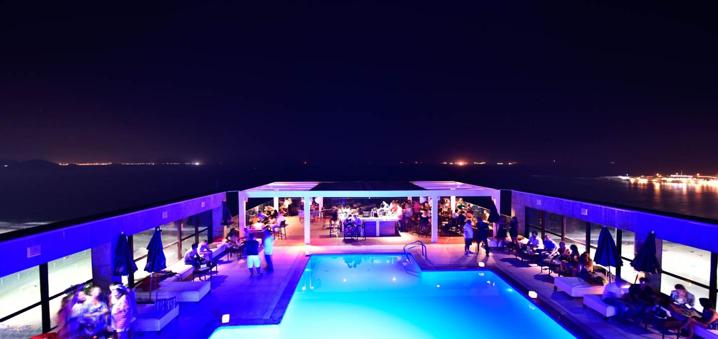 DECK LOUNGE BAR