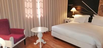 Quarto Clássico com cama de casal