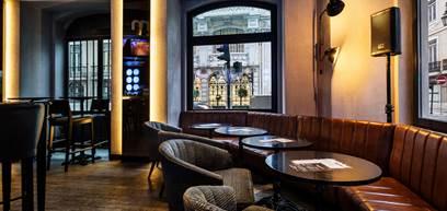 CR7 Corner Bar & Bistro