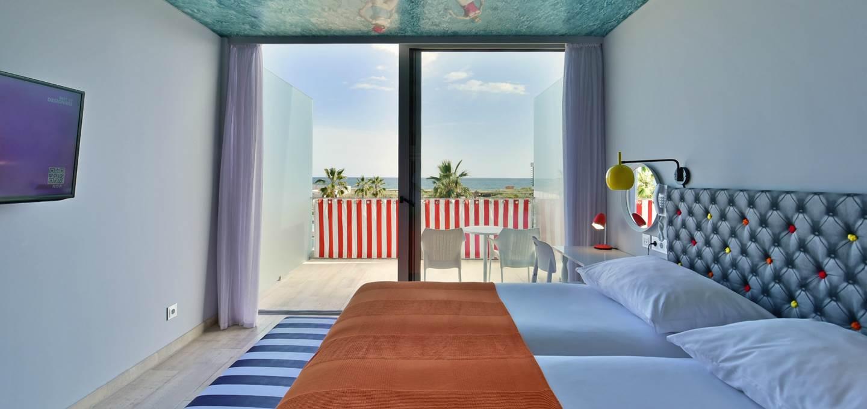 Deluxe com varanda, vista mar e piscina