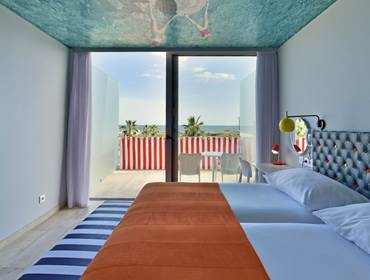 Deluxe with balcony, pool and sea view