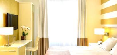 Art Deco King Room   Blick auf James Av. Oder Stadt