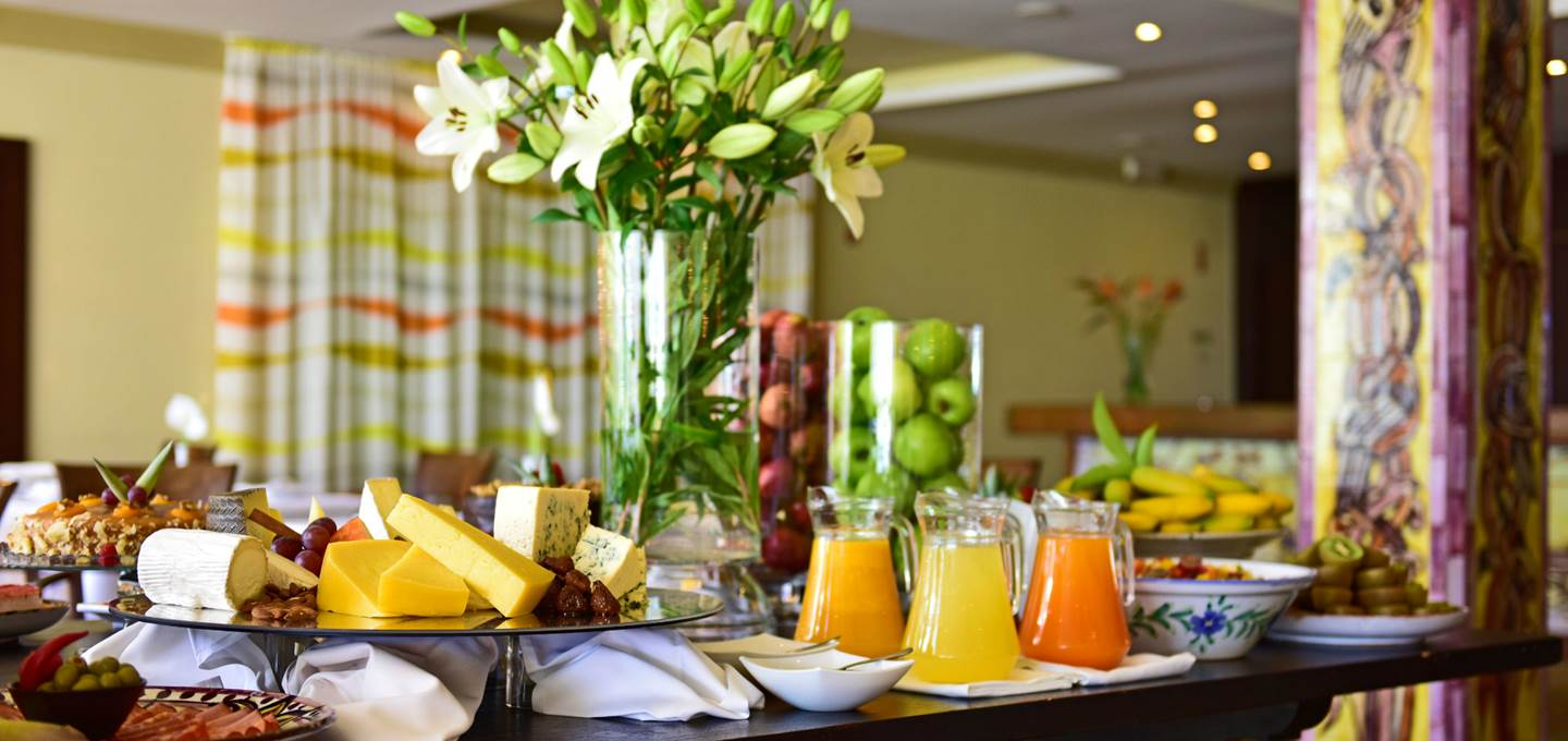 4-star-hotel-armacao-pera-breakfast-meal