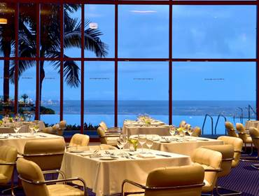 5-star-hotel-funchal-with-pool-outdoor-restaurant-view
