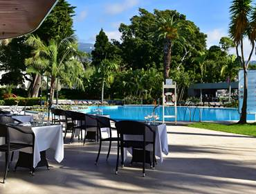 5-star-hotel-funchal-with-pool-outdoor-restaurant