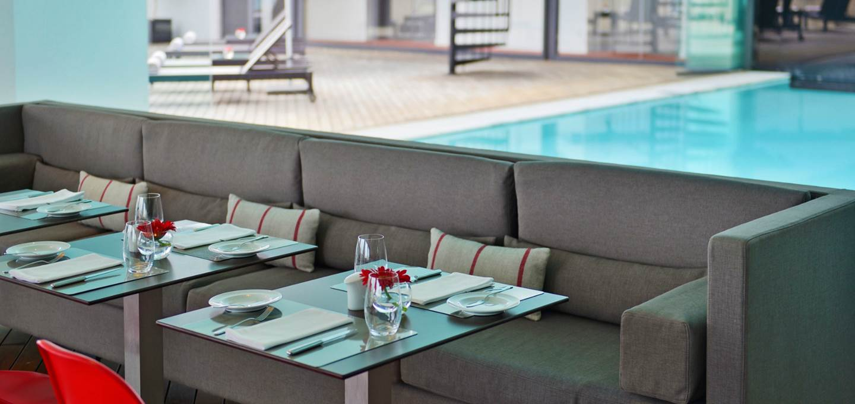 luxury-hotel-cascais-restaurant-inside-maris-stella-pool