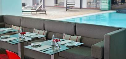 luxury-hotel-cascais-restaurant-inside-maris-stella-pool