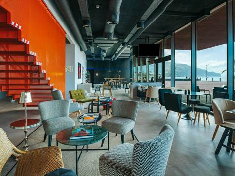 modern-hotel-funchal-lounge
