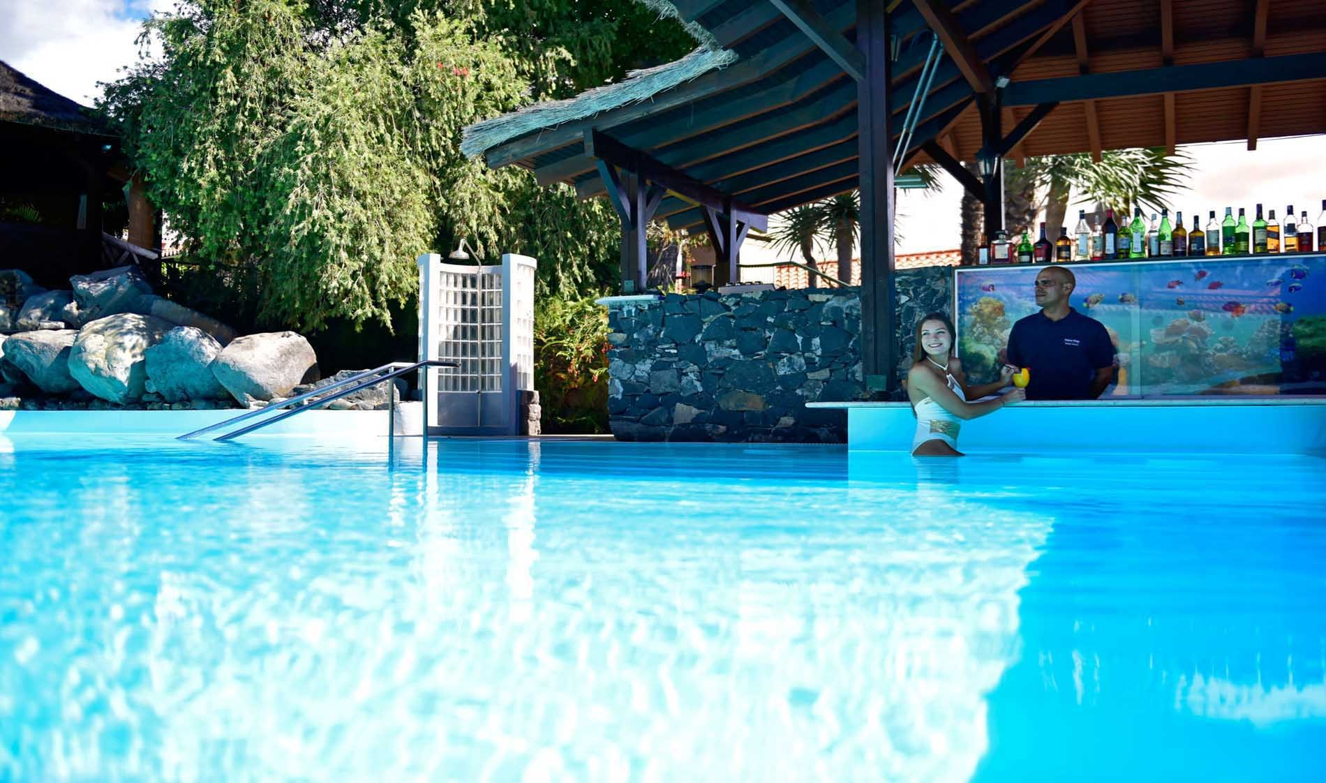 pestana-village-pool-bar