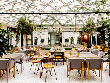 plaza-mayor-restaurante-patio.jpg