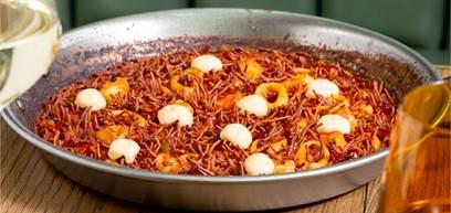 Seafood noodle paella with prawns alioli